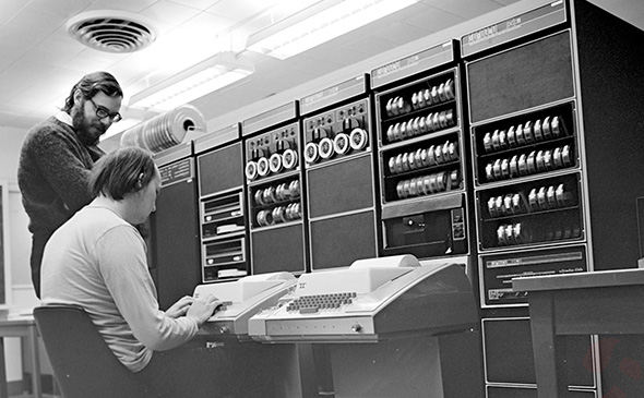 دنیس ریچی در آزمایشگاه بل